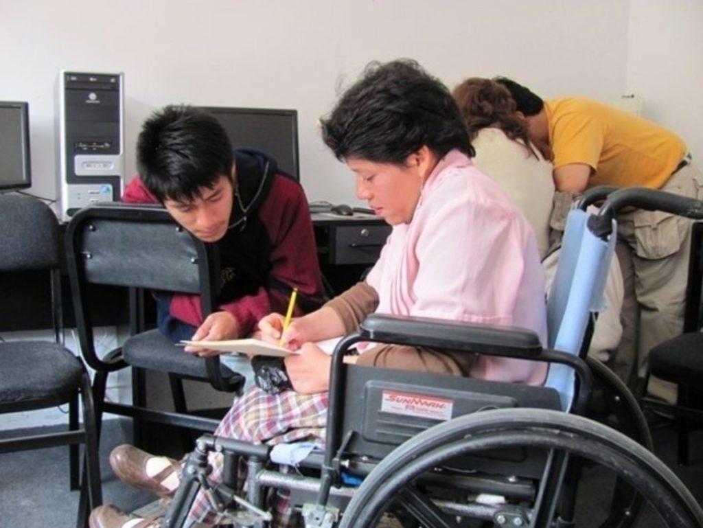 personas con discapacidad pueden trabajar silla de ruedas discapacitado inclusión inclusivo 2017
