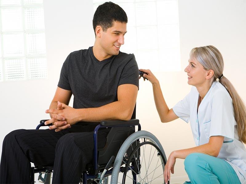 amigo con discapacidad apoyo ayuda inclusivo inclusión